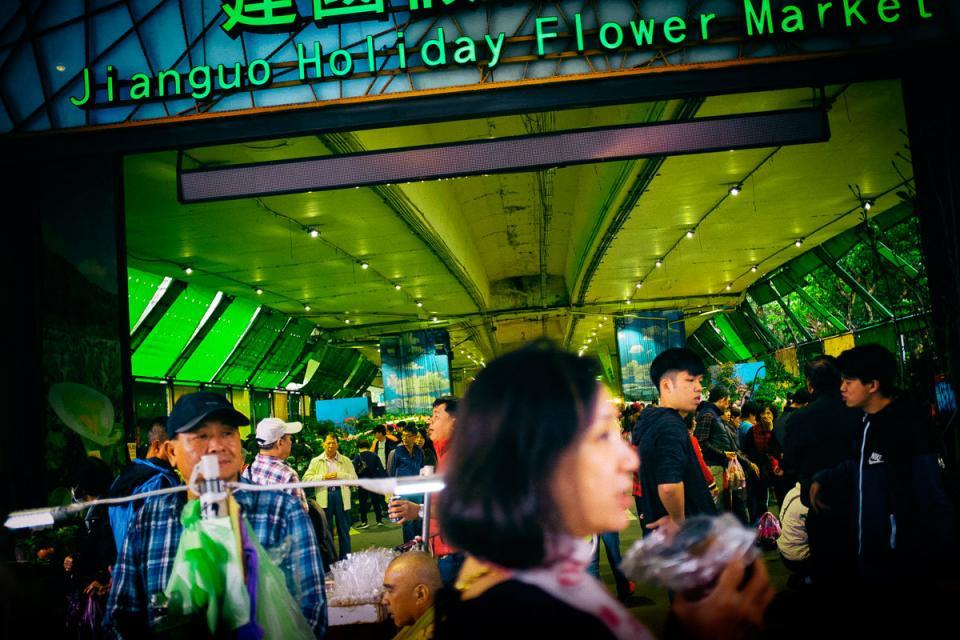 Jianguo Çiçek Pazarı girişi.